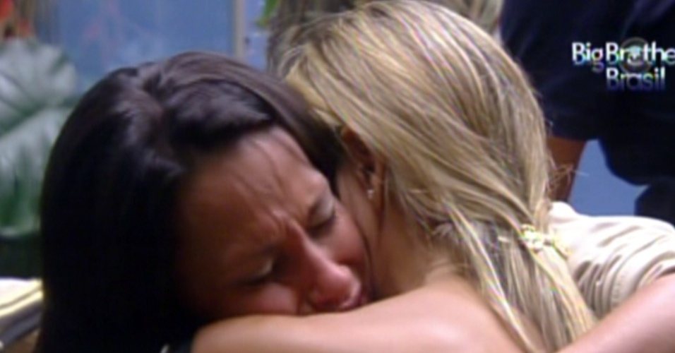 Fabiana e Kelly choram aps discusso (5/2/12)