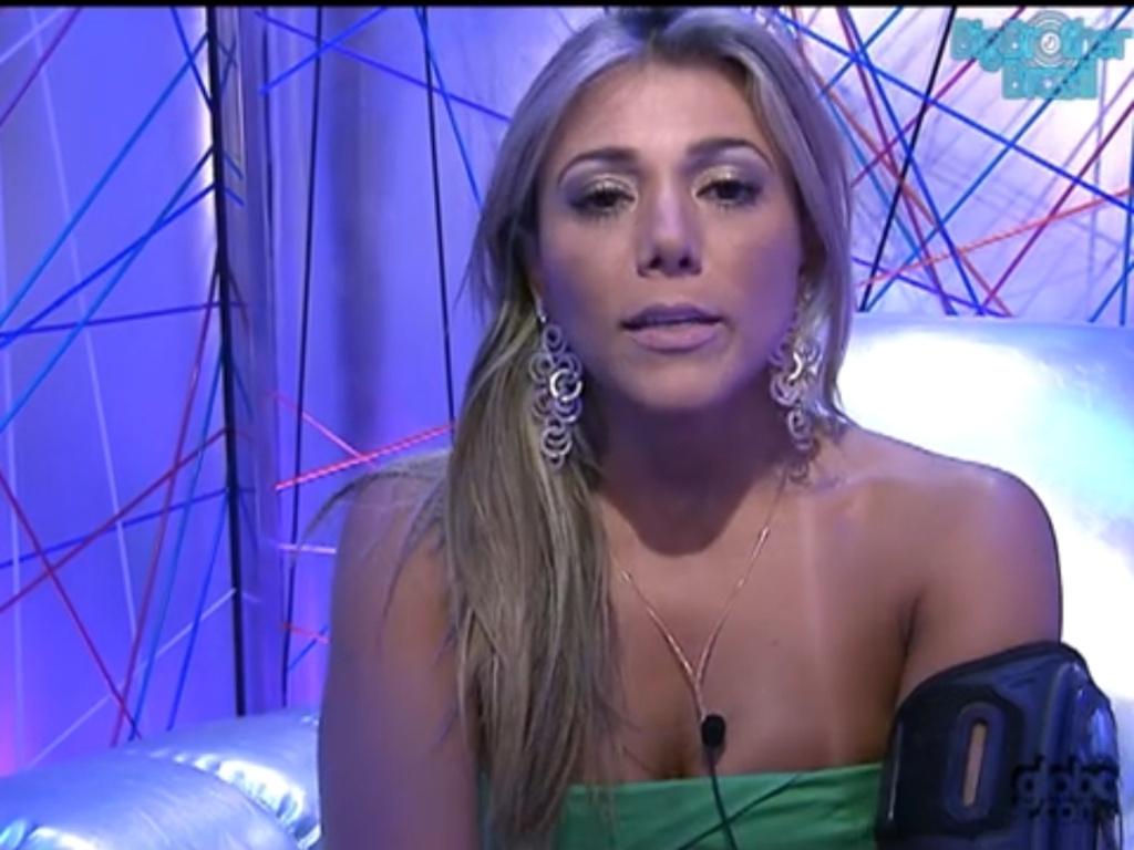 Fabiana vota em Yuri (5/2/12)