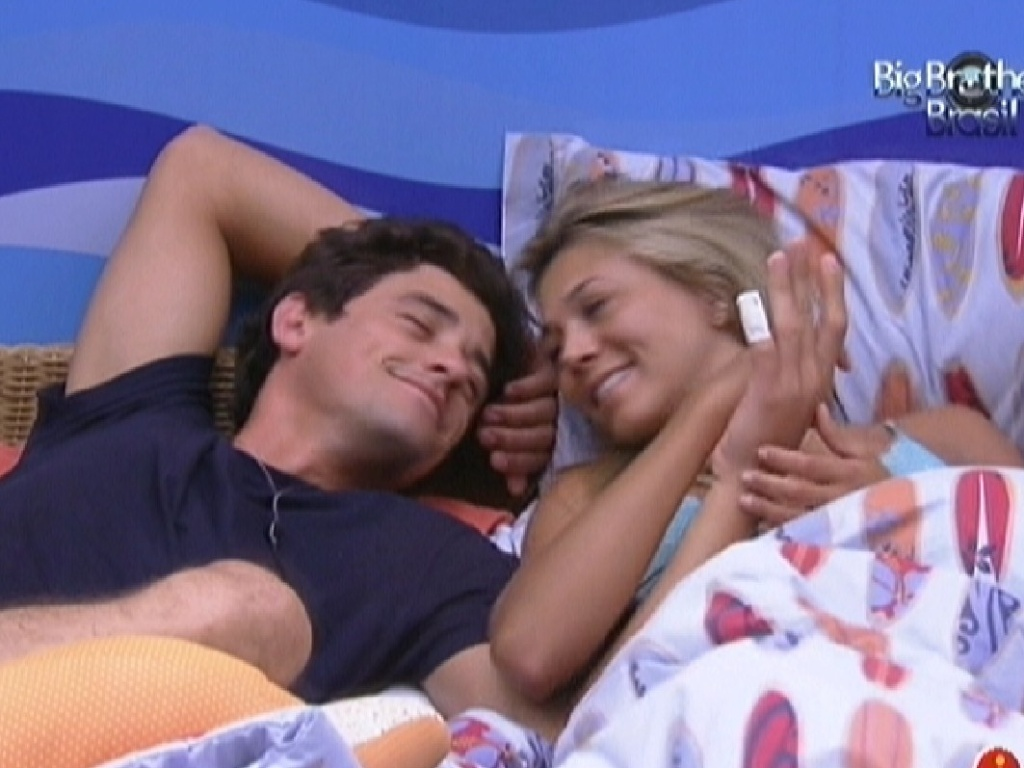 Fael faz carinho na emparedada Fabiana (6/2/2012)