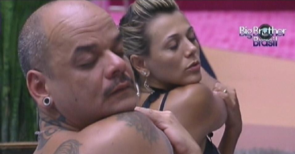 João Carvalho e Fabiana fazem alongamento (6/2/12)