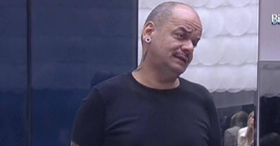 João Carvalho se preocupa com a comida e irrita alguns brothers (6/2/2012)