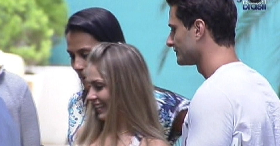 Kelly, Renata e Ronaldo fazem as compras da semana (6/2/2012)