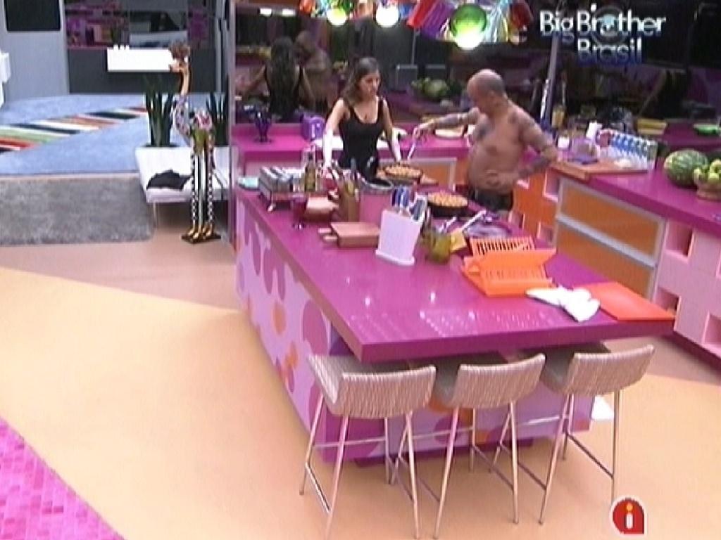 Laisa elogia almoço feito por João Carvalho (6/2/2012)