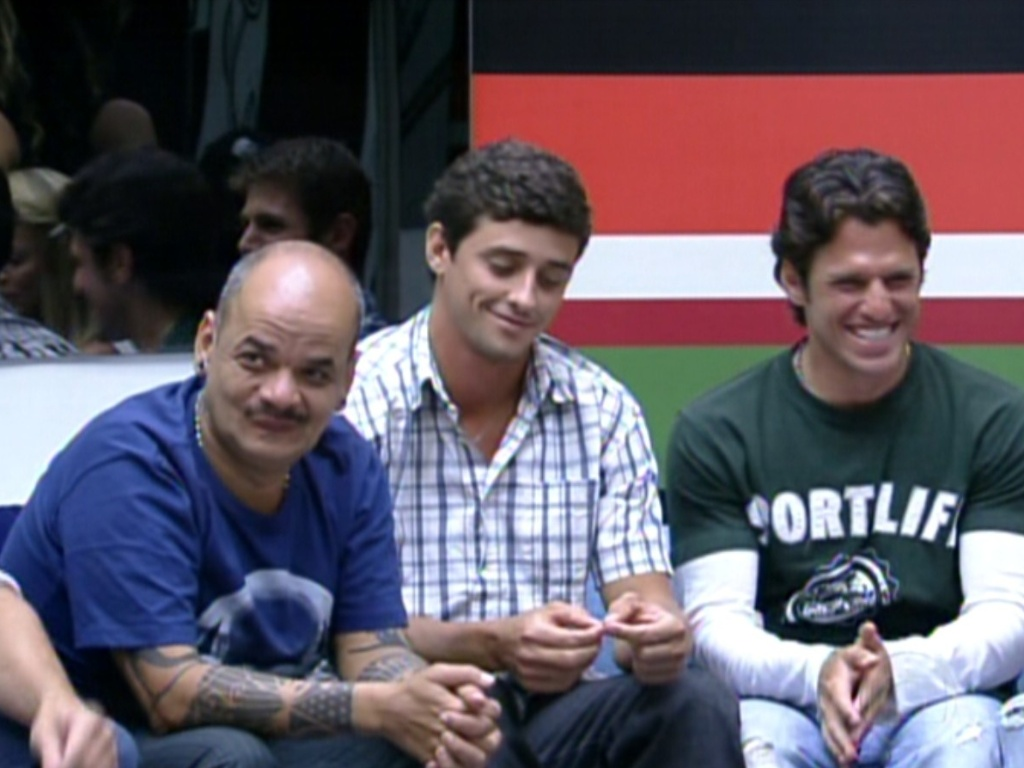 Bial brinca com Joo Carvalho sobre seu ronco (7/2/12)
