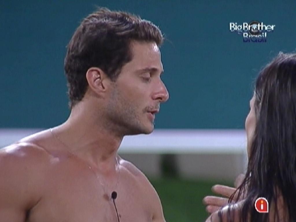 Ronaldo e Kelly conversam antes do paredão (7/2/12)