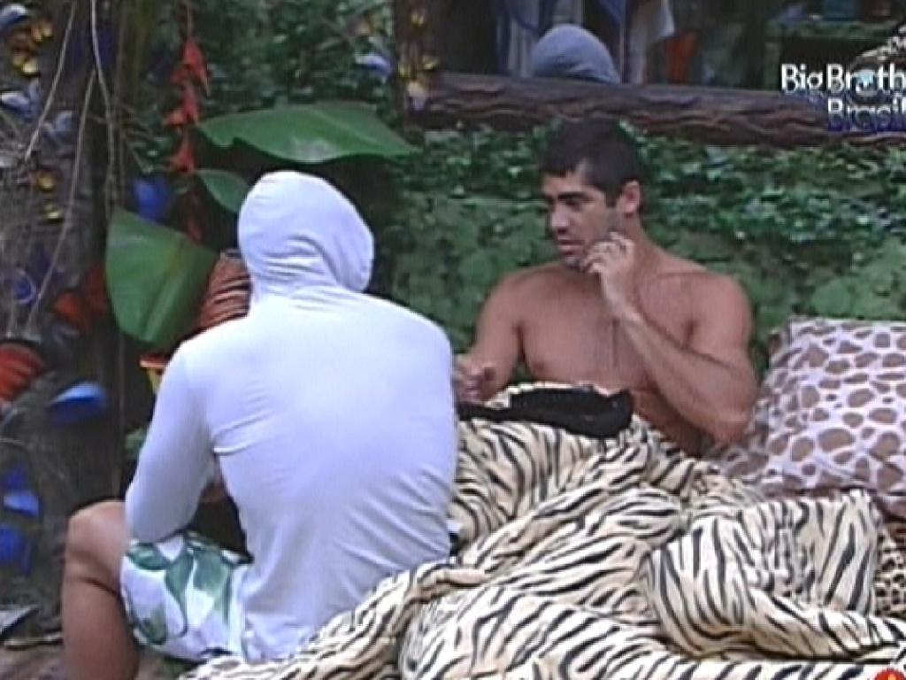 Ronaldo e Yuri falam sobre votação (7/2/12)