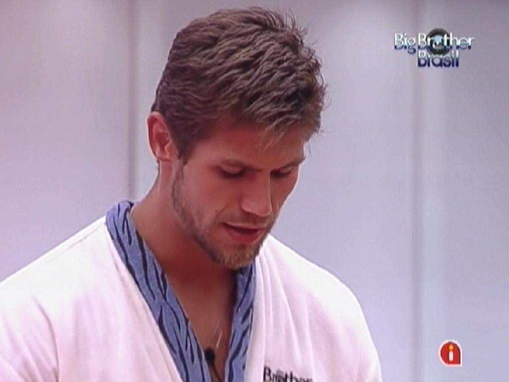Jonas conta para Fael sobre sua briga com Laisa (8/2/12)