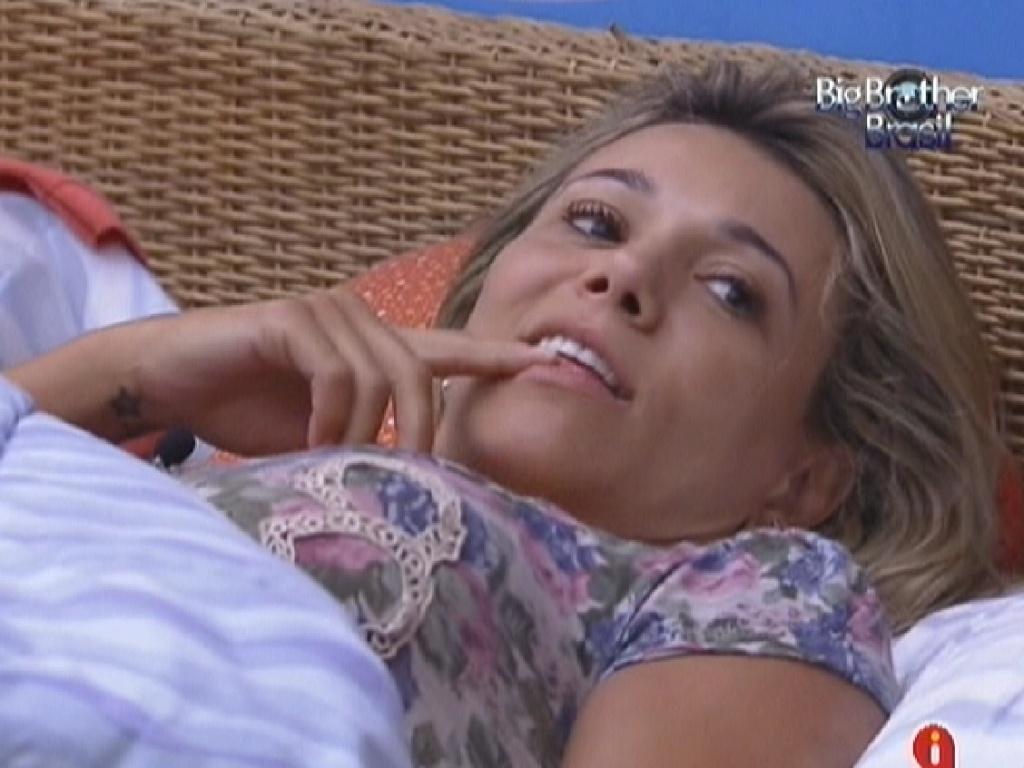 Fabiana acorda no quarto Praia e diz que sonhou com a prova do líder (9/2/12)