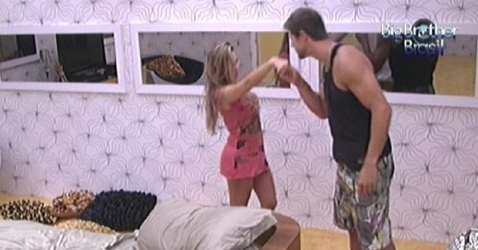 Jonas beija mão de Renata ao acordar (9/2/12)