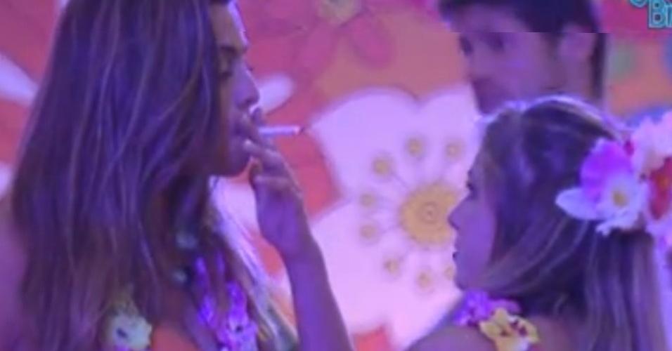 Monique dá carta branca para Renata ficar com Jonas de novo (8/2/12)