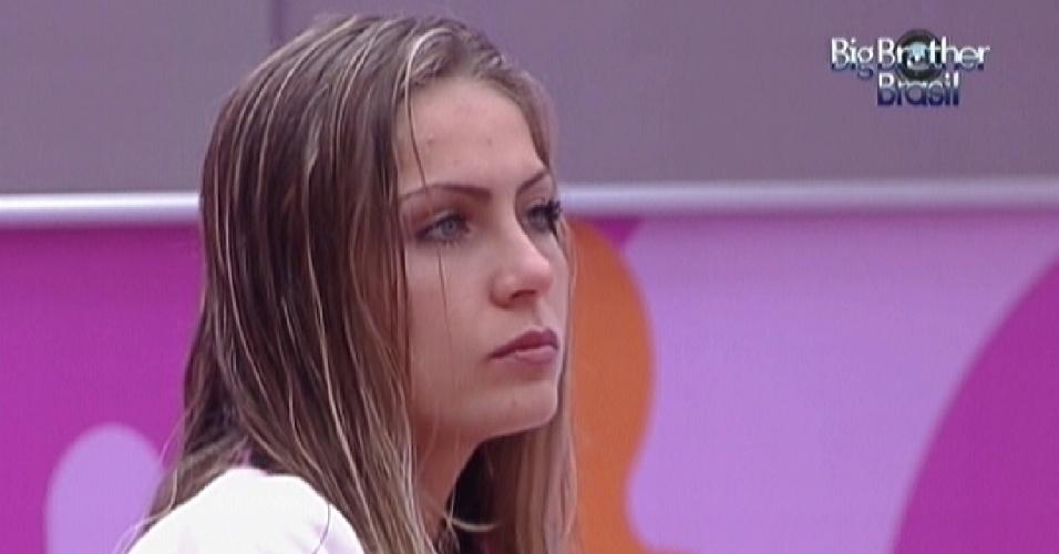 Renata especula sobre a mensagem dada pelo Big Fone para Kelly (11/2/12)