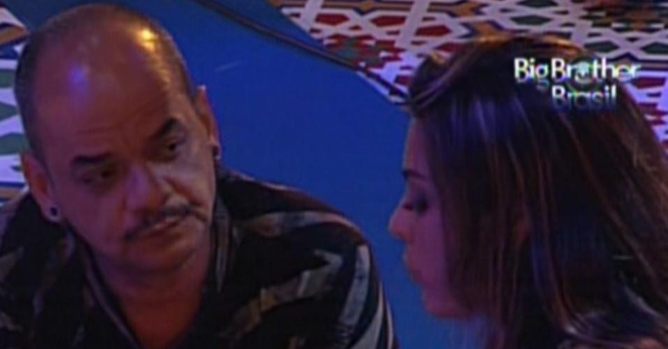 João Carvalho e Monique criticam brothers (11/2/12)