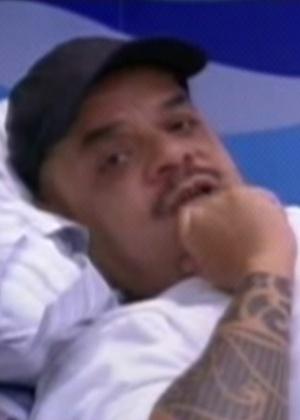 João Carvalho desabafa para Fabi e Fael, e diz que foi feito de otário por um amigo de dentro da casa (13/2/12)