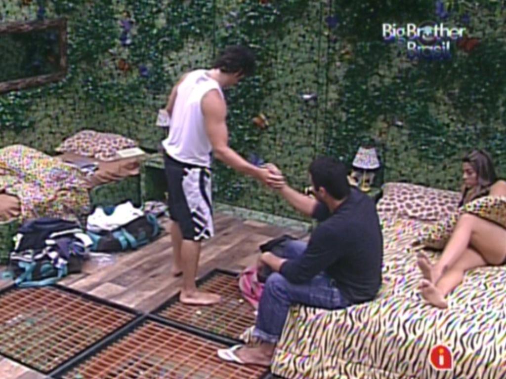 Rafa conversa com João Maurício no quarto Selva (12/2/12)