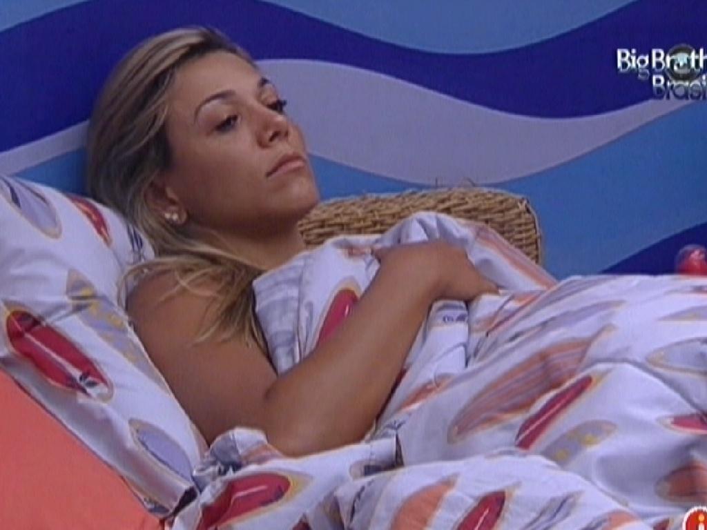 Fabiana acorda e permanece vários minutos em silêncio (14/2/12)