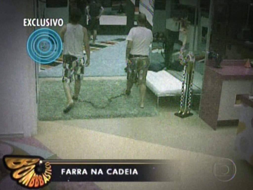 O programa mostra cenas dos acorrentados na