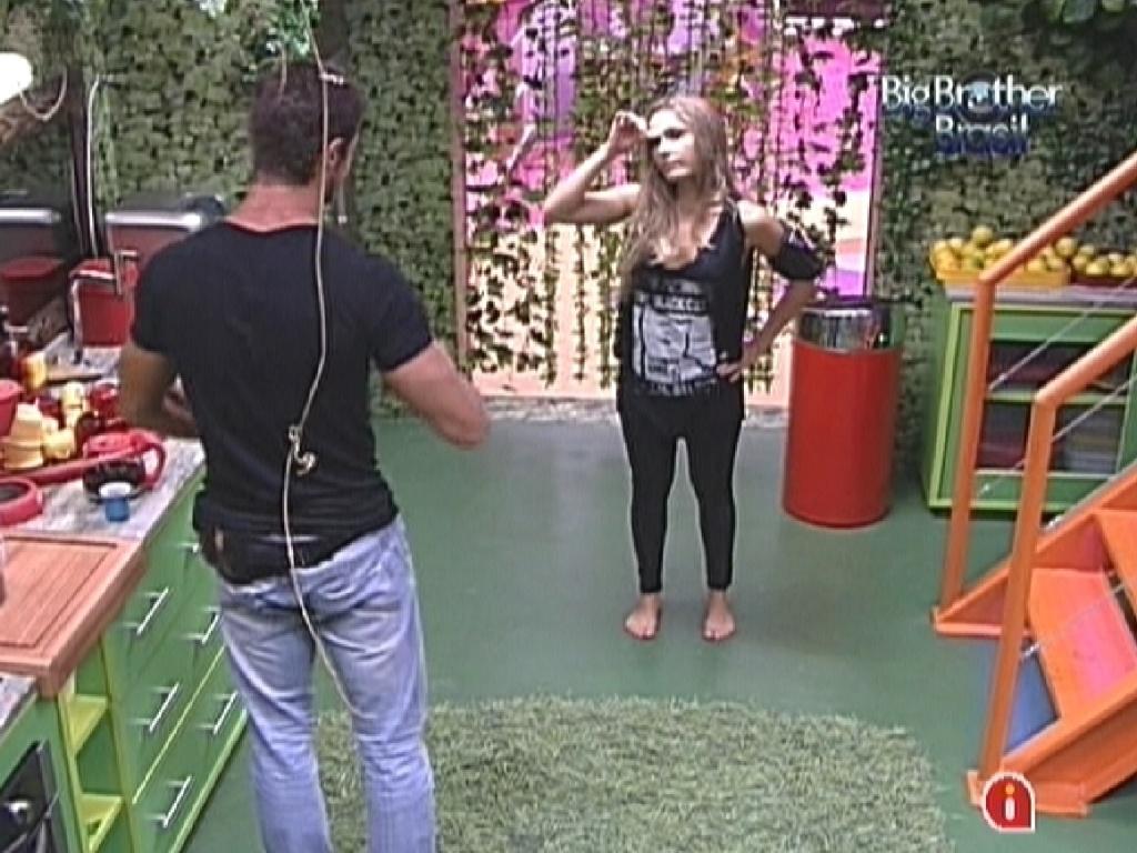 Renata deseja boa sorte para Jonas antes do paredão (14/2/12)