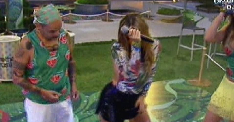 Claudia Leitte vai para a pista e samba com João Carvalho (15/2/12)