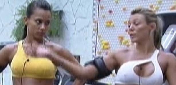 Kelly (esq.) e Fabiana (dir.) lamentam saída de João Maurício e afirmam que querem combinar votos para se defender (15/2/12)