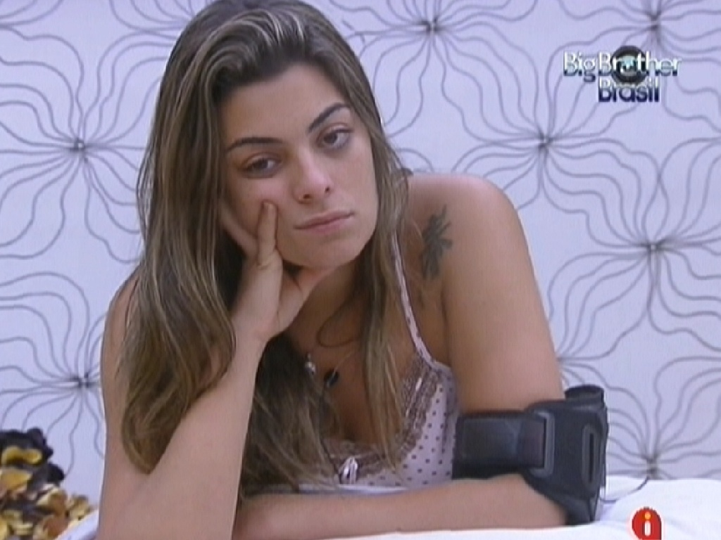 Monique critica João Carvalho para Yuri (15/2/12)