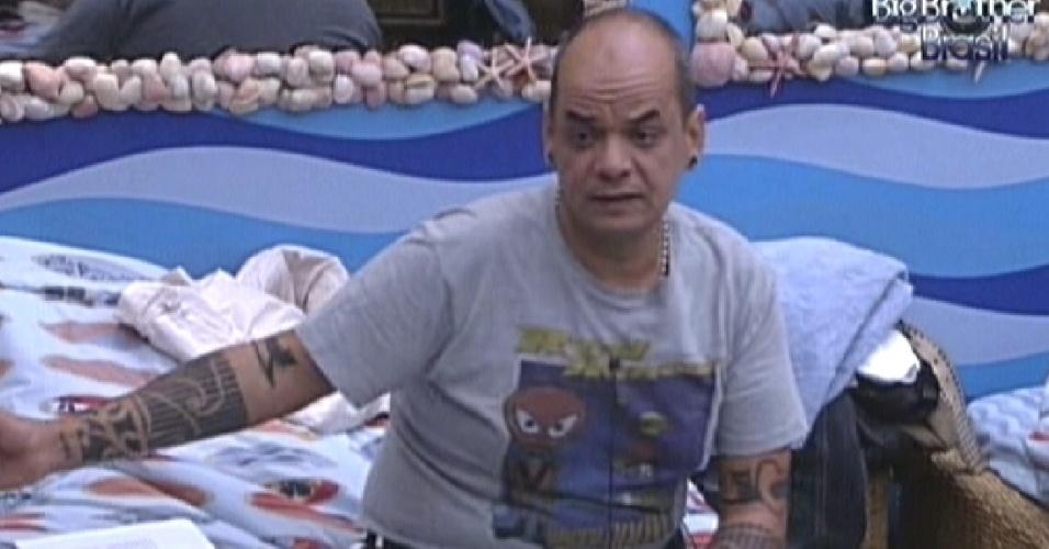 João Carvalho conversa com Fabiana e Kelly (16/2/12)