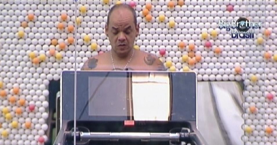 João Carvalho corre na esteira e fala sobre o falso Big Fone com Yuri (18/2/12)
