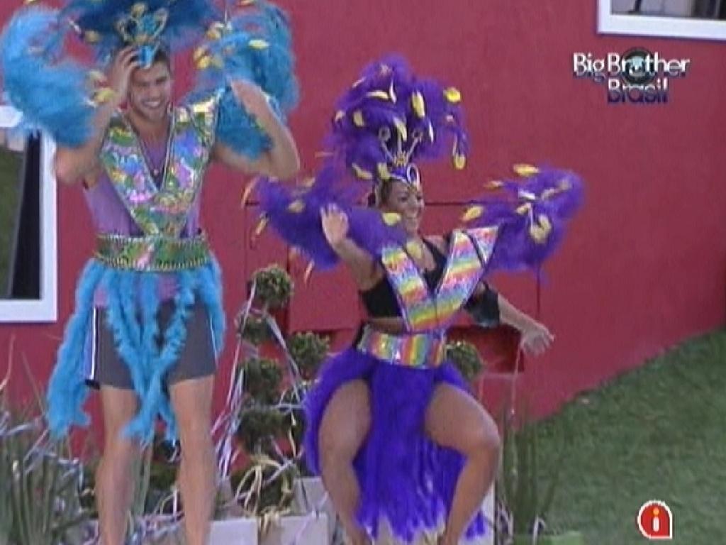 Jonas e Fabiana rebolam ao som de música de Carnaval para pagar o castigo do monstro (18/2/12)