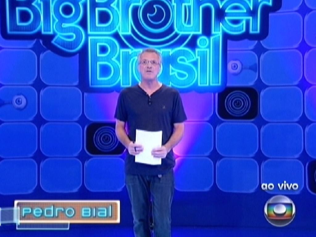 Pedro Bial começa o programa ao vivo deste sábado, anunciando que prova do líder e do anjo estão invalidadas (18/2/12)