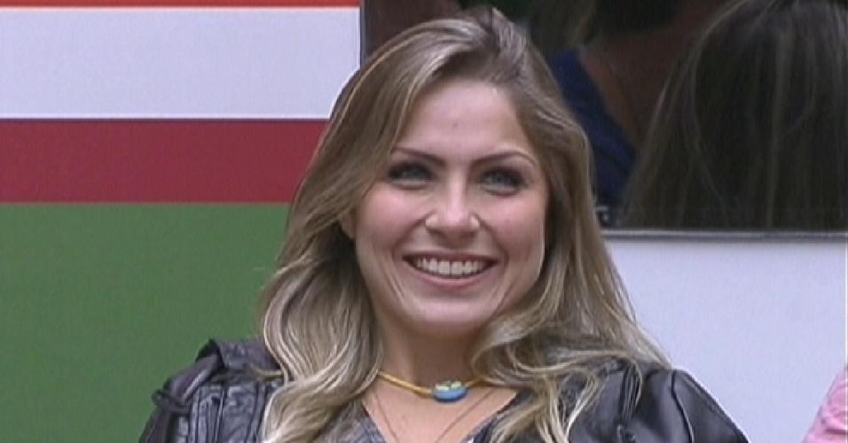 Detentora do colar do anjo, Renata é saudada por Pedro Bial e promete fazer uma