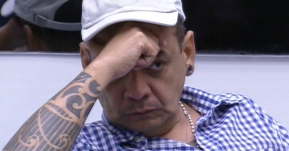 João Carvalho foi o mais votado e divide o paredão com a Laisa (19/2/12)