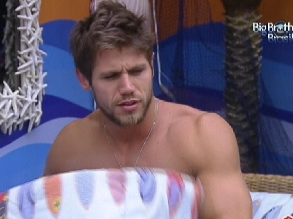 Jonas acorda no quarto Praia (19/2/12)