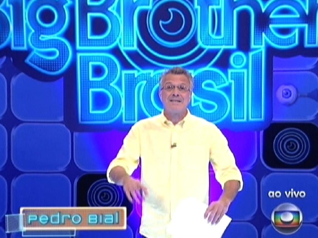 Pedro Bial começa o programa ao vivo deste domingo (19/2/12)