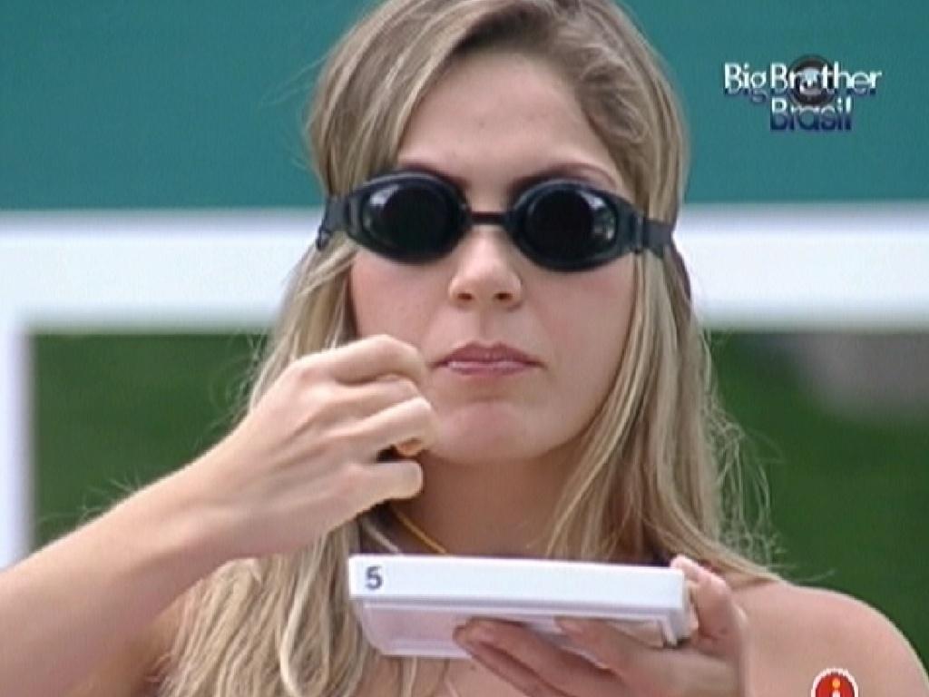 Renata acerta três alimentos e ganha 900 estalecas (19/2/12)