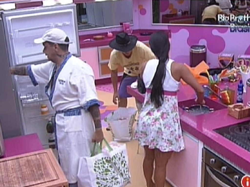 Brothers guardam as compras da semana (20/2/12)
