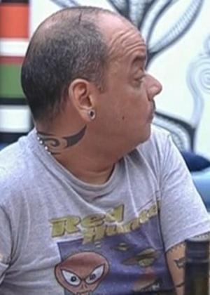 João Carvalho passa por médico e tira os pontos da cabeça nesta terça-feira (21)