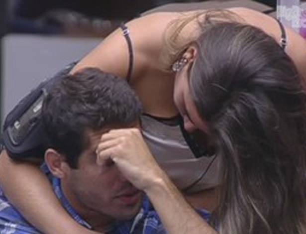 Yuri fica chateado com Laisa (21/2/12)