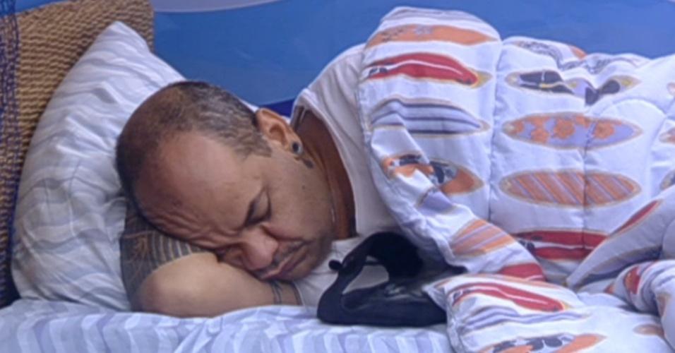 João Carvalho cochila pela manhã (23/2/12)