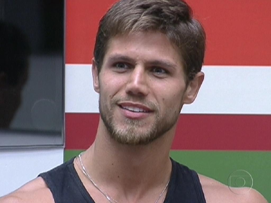Jonas fala para Pedro Bial o que ouviu no Big Fone desta manha (23/2/12)