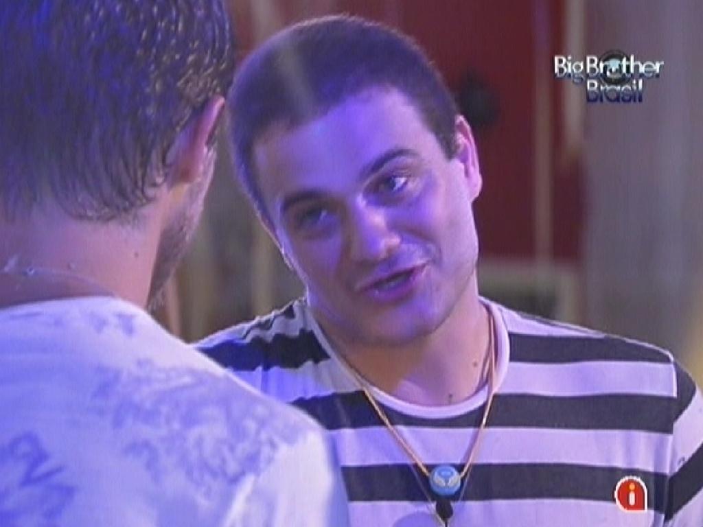 Rafa se desculpa com Jonas pela discussão por causa de doce (22/2/12)