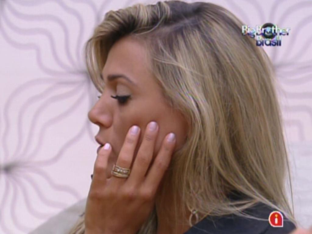 Fabiana está em dúvida entre Rafa e Renata (24/2/12)