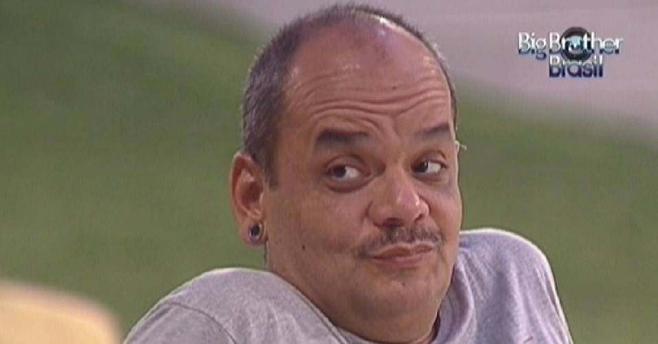 João Carvalho conta para Jonas que pretende adotar uma criança quando deixar o cofinamento (25/2/12)