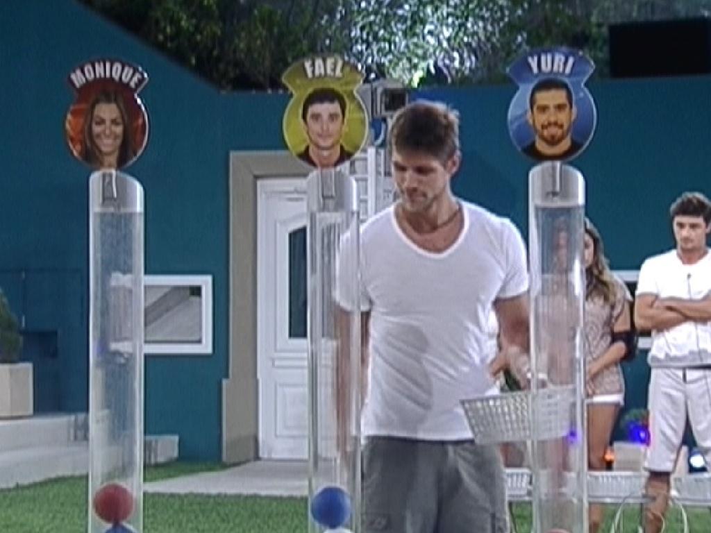 Jonas coloca bola de 'melhor amigo' para Fael em jogo da discórdia (27/2/12)