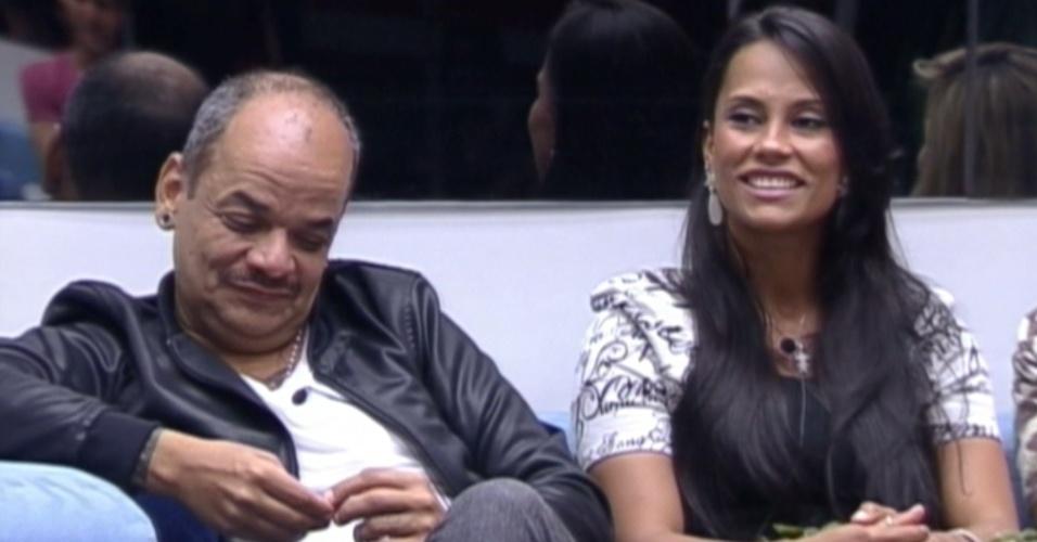 João Carvalho e Kelly conversam com o apresentador Pedro Bial (28/2/12)