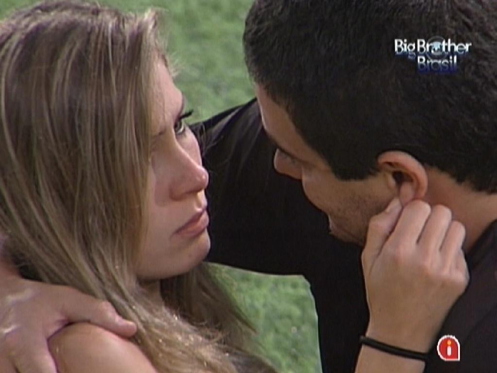 Rafa diz que não se arrepende de ter ficado com Renata (28/2/12)