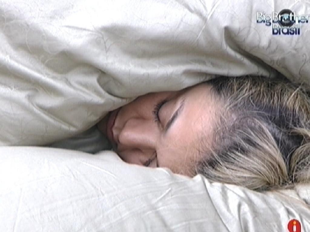 Fabiana dorme no quarto do líder (1/3/12)
