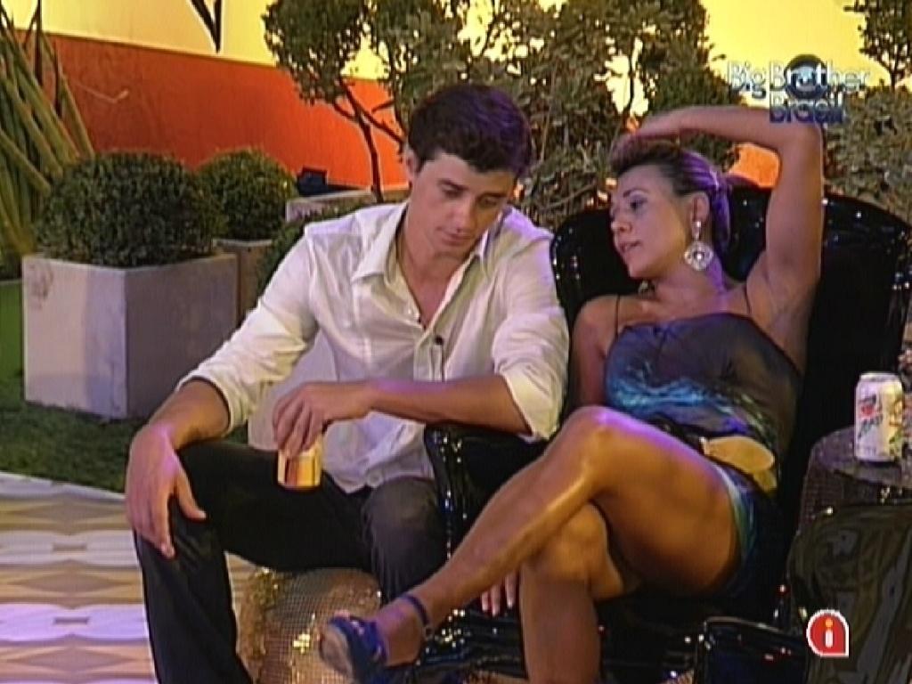 Fael e Fabiana conversam sobre a imagem que devem passar para o público (29/2/12)