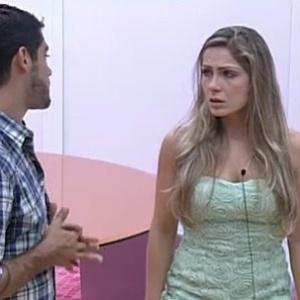 Yuri consola Renata que chora de saudades de Rafa (29/2/12)
