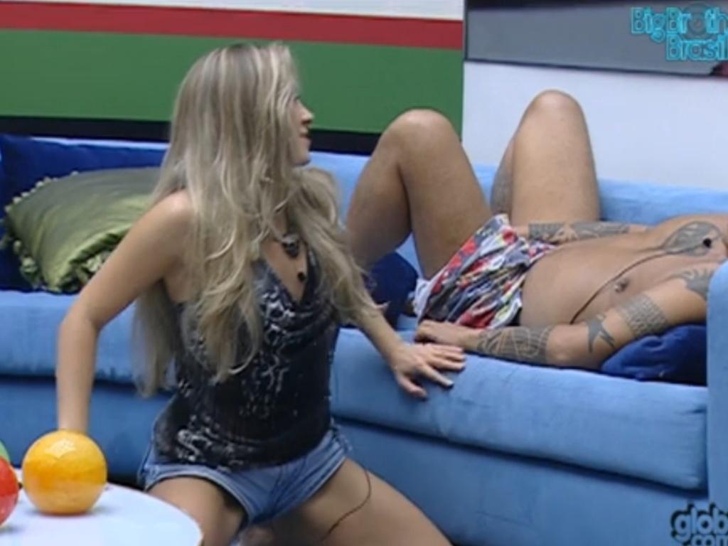 Renata faz posição sexual para João Carvalho (4/3/12)
