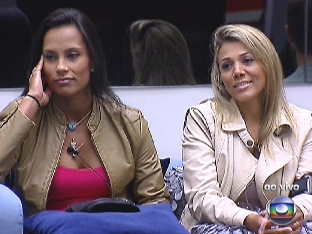 Kelly e Fabiana ouvem 'bronca' de Bial por não terem aproveitado as promoções de eletrodomésticos durante as compras da semana (5/3/12)