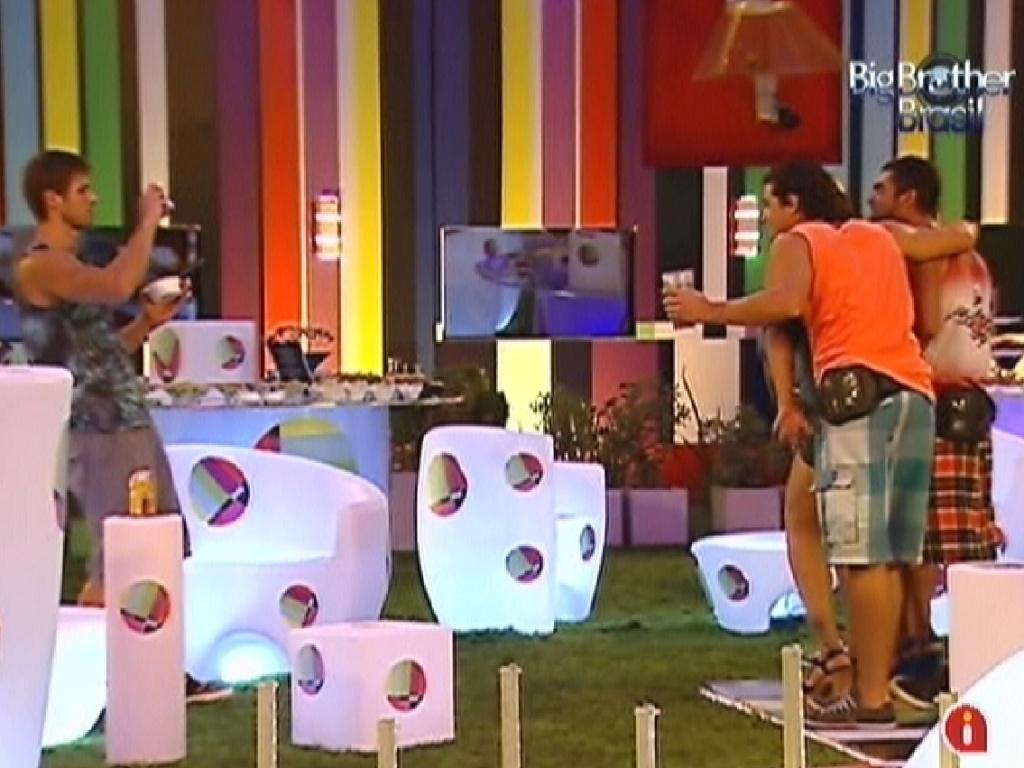 Jonas tira foto dos brothers na festa Pop Brasil (7/3/12)